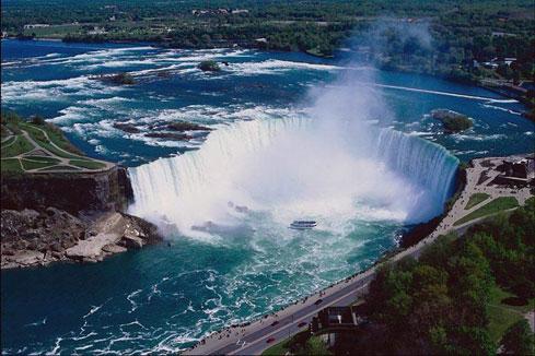 Водопад в Канаде
